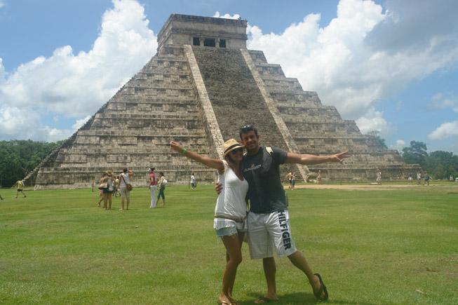 La explanada que rodea El Castillo es el lugar ideal para inmortalizarse en Chichén Itzá [object object] - DSC01886 - Chichén Itzá, el gran vestigio de la civilización Maya