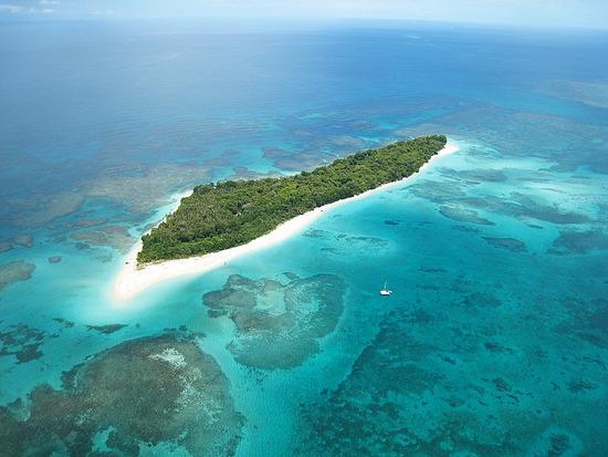 Vista Aérea del Paraíso de Cayo Zapatilla, rodeado de aguas cristalinas y poco profundas. bocas del toro - 1 1276421348 zapatilla cays - Bocas del Toro, escondido destino vírgen en Panamá