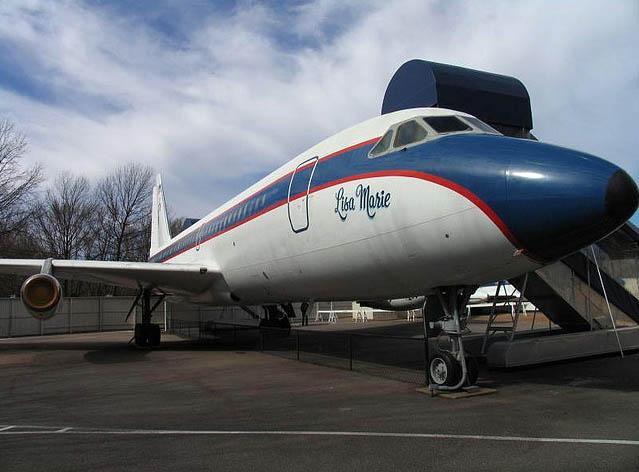 Primer avión que Elvis compró en 1975 bautizado con el nombre de su hija Lisa Marie elvis presley - jet elvis - Elvis Presley, 35 años después sigue siendo el Rey