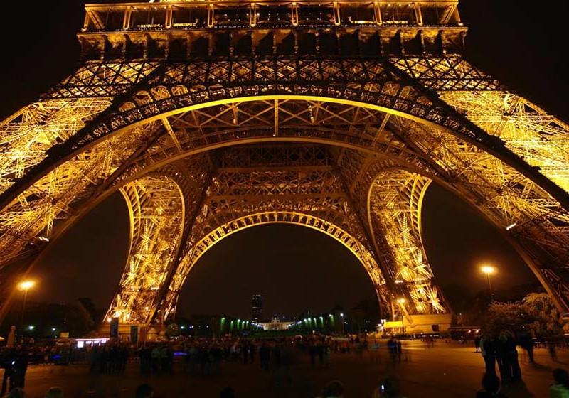parís - paris torre eiffel 800x560 - Cosas que NO debes hacer en París como turista