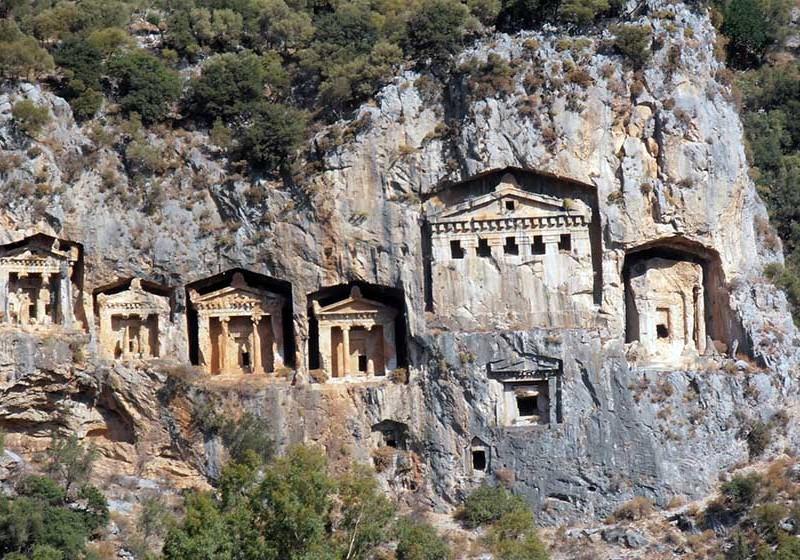 Tumbas Licias de Myra en Turquía, necrópolis rupestre - tumbas licias myra turquia 800x560 - Tumbas Licias de Myra en Turquía, necrópolis rupestre