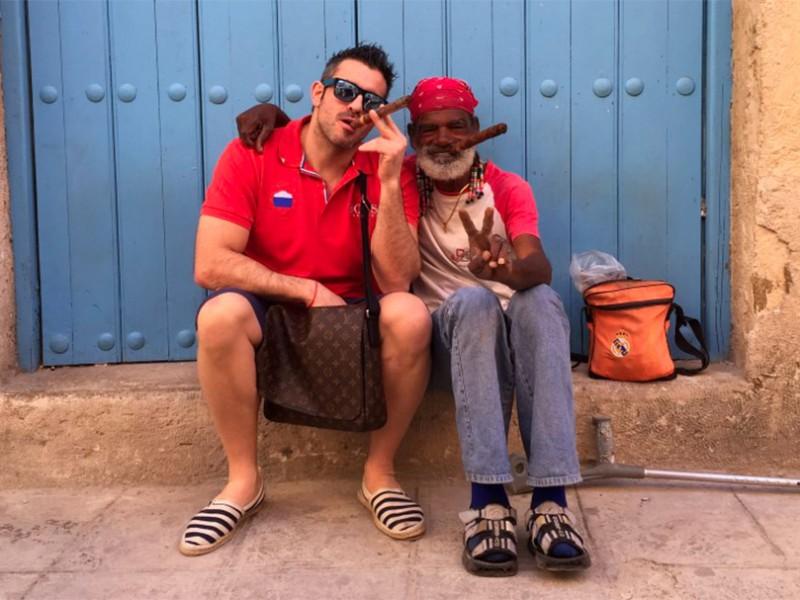 fábrica de puros de la habana - puros en la habana cuba 800x600 - Visita a la fábrica de puros de La Habana en Cuba