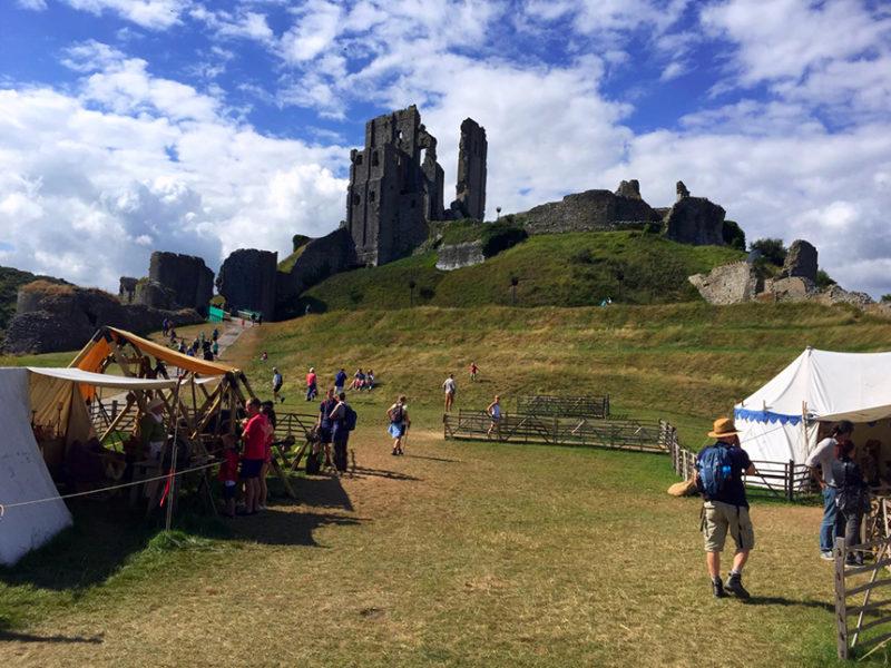 "castillo de corfe - Castillo de Corfe Corfe Castle Dorcel 800x600 - Escenarios de ""La Bruja Novata"" – Castillo de Corfe"