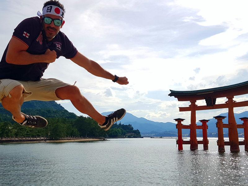 ruta por japón en dos semanas - miyajima torii japan japon viajar a japon viajes a japon 800x600 - Nuestra Ruta por Japón en dos semanas (Diario de Viaje a Japón)