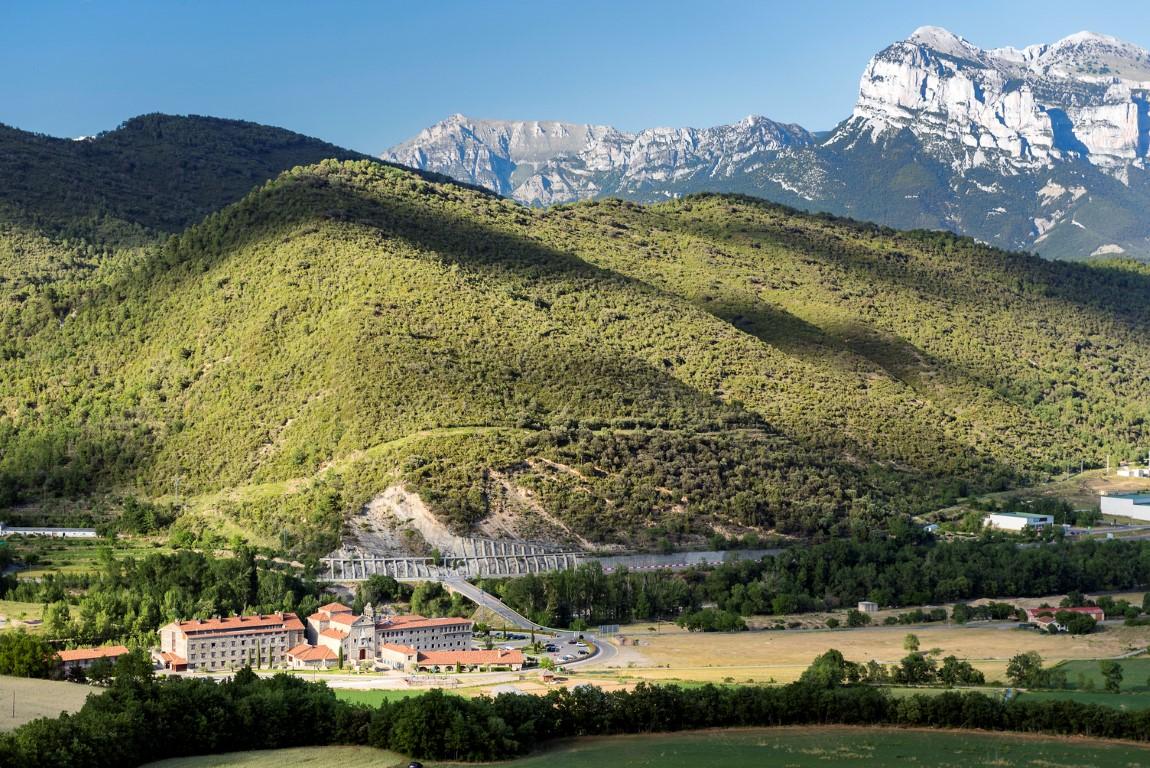 hotel barceló monasterio de boltaña - Hotel Barcel   Monasterio de Bolta  a HUESCA - Hotel Barceló Monasterio de Boltaña, lujo entre naturaleza e historia