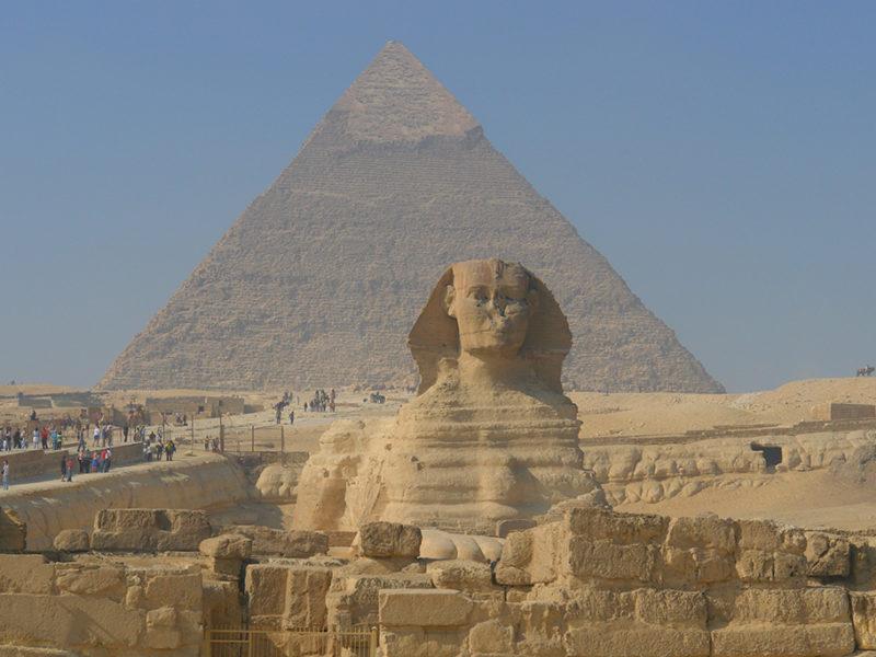 lugares que visitar en el cairo - que ver en Egipto Esfinge y piramides de Giza 800x600 - 10+1 lugares que visitar en El Cairo