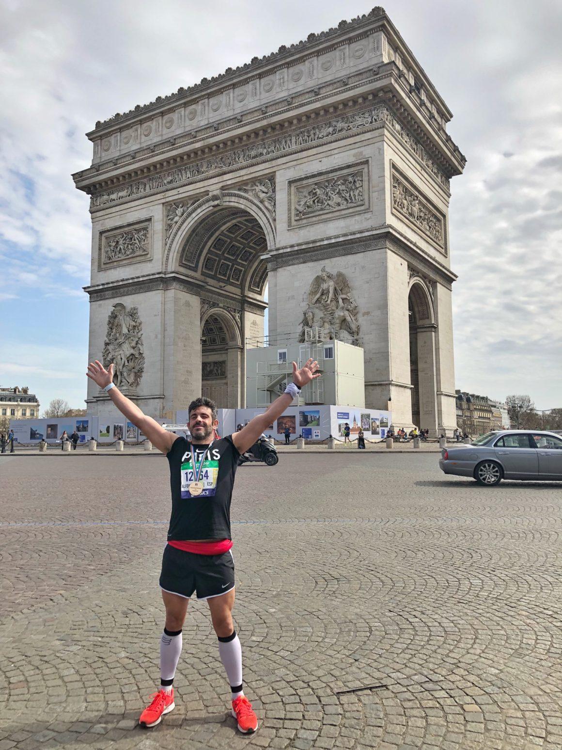 Maratón de París - Paris Marathon maratón de parís - maraton de paris marathon 2 1160x1547 - Maratón de París: análisis, recorrido, entrenamiento y recomendaciones de viaje
