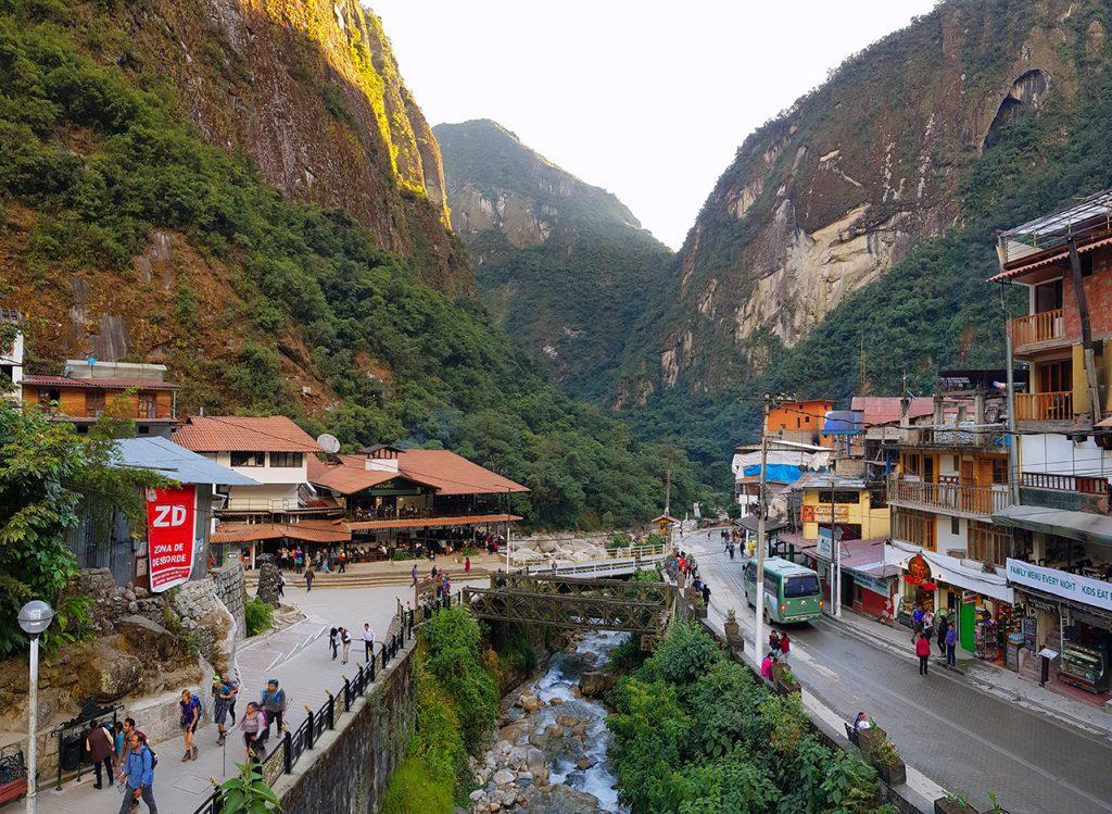 aguas calientes machu picchu pueblo perurail peru aguas calientes - aguas calientes machu picchu pueblo perurail peru 04 1024x749 - Aguas Calientes, el extraño pueblo de Machu Picchu