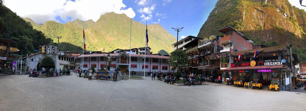 aguas calientes machu picchu pueblo perurail peru aguas calientes - aguas calientes machu picchu pueblo perurail peru 18 1024x373 - Aguas Calientes, el extraño pueblo de Machu Picchu