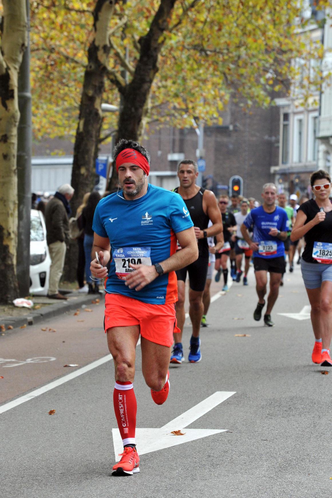 marathon maraton amsterdam maratón de amsterdam - marathon maraton amsterdam 06 1160x1742 - Correr el Maratón de Amsterdam: análisis, recorrido, entrenamiento y recomendaciones de viaje